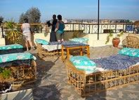 Eyehouse II Lejlighederne ligger i roligt område overfor EYEHOUSE tæt ved Nilen. Alle meget store rum med udgang til balkon.
