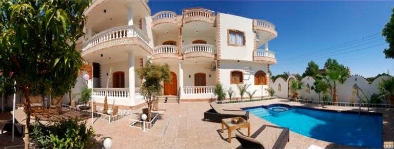 Lej her i Egypten: Villa Concorde: Kom bo i hjertet af sukkerrørs marker, tæt på en café, hvor en shisha og et glas sød varm te allerede venter på dig